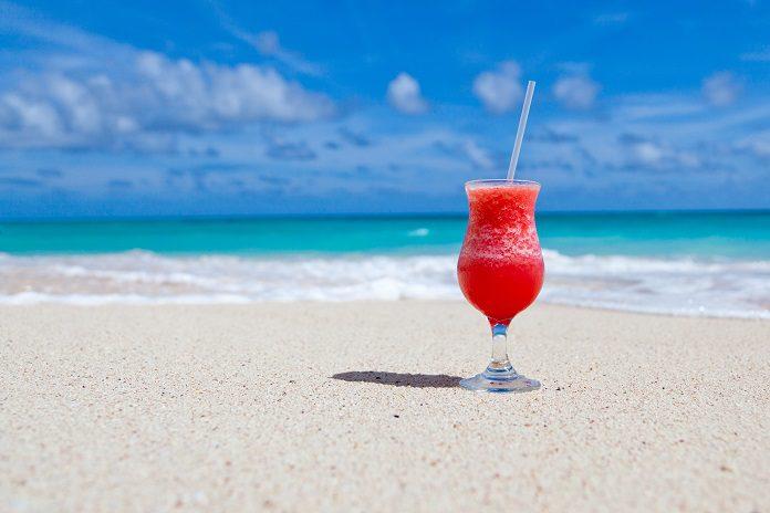 kokteil na pláži
