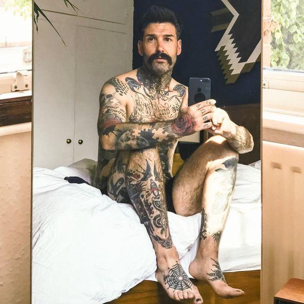 chlapík sa oholil po siedmich rokoch kvôli tetovaniu